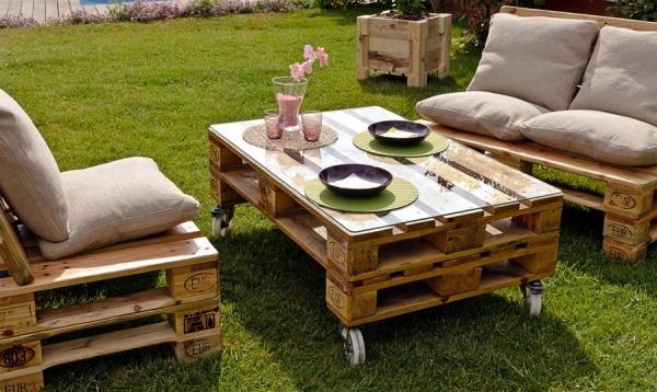 palette-bois-réusagée-table-jardin-canapés